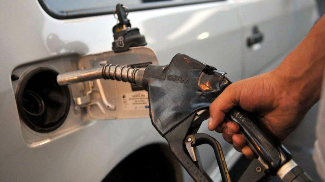 Por la suba del dolar, habría un nuevo aumento de la nafta de al menos el 10%