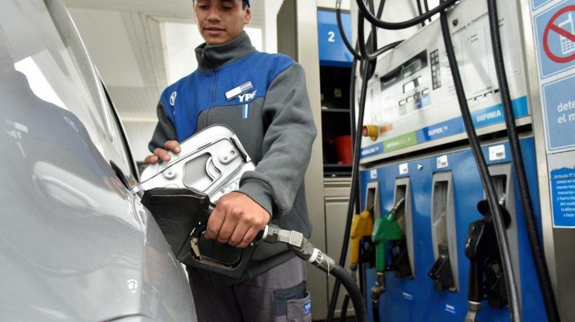 El congelamiento de las naftas por 90 días apenas duró 35: suben hoy un 4%