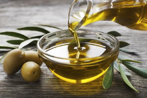 ANMAT prohibió la venta de una miel y un aceite de oliva.